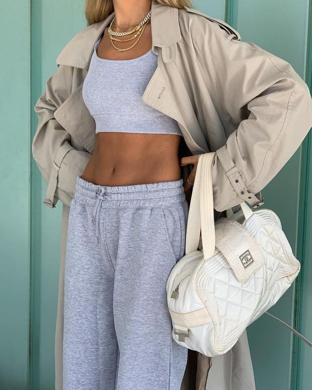 Фото №4 - Тренч + спортивный костюм: удобный и модный образ Софии Коэльо