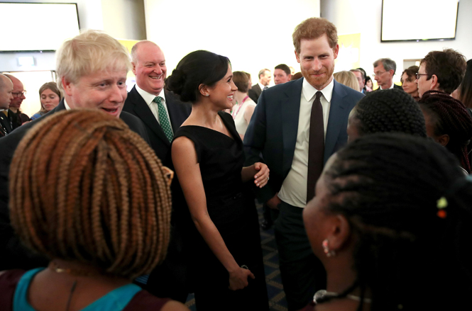 Фото №6 - Меган Маркл и принц Гарри посетили прием, посвященный правам женщин