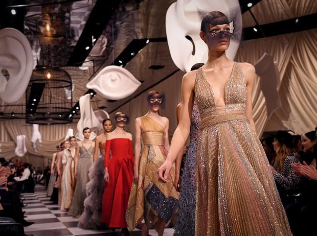 Фото №7 - Сюрреализм в масках: Dior Haute Couture SS18