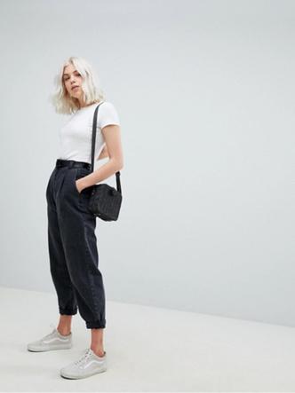 Фото №4 - Какие джинсы носить осенью 2020: 7 главных трендов