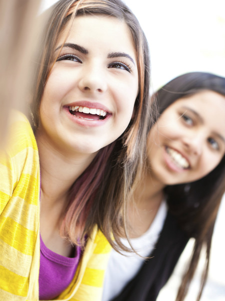Фото №1 - Вопрос дня: Мы с ЛП стали соперницами по учебе и рассорились. Как восстановить дружбу?