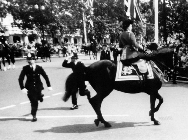 Фото №5 - Как первый королевский парад с участием Дианы едва не обернулся трагедией