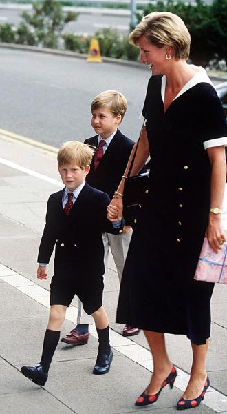 Фото №5 - Братья, соперники, наследники: как менялись Уильям, Гарри и их отношения с годами