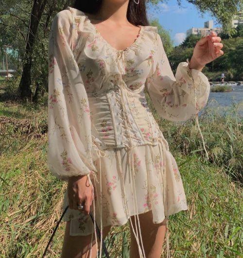 Фото №3 - Как носить платье с корсетом: идеи для вдохновения