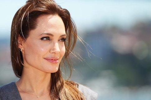 """Фото №1 - Анджелина Джоли о драме """"несломленный"""" и желании стать президентом"""