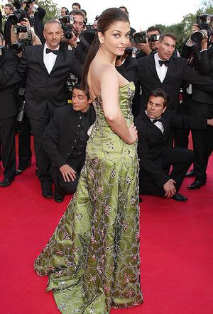 Фото №39 - Болливуд в Каннах: Айшвария Рай и все ее наряды за историю кинофестиваля