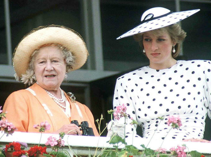 Фото №1 - Какую роль Королева-мать сыграла в разводе Чарльза и Дианы