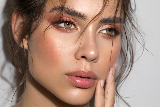 Фото №1 - 8 правил макияжа с эффектом подтяжки лица