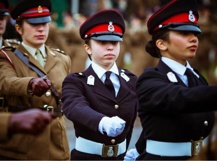 Фото №3 - Дочь королевы Рании стала первой женщиной-пилотом в Иордании