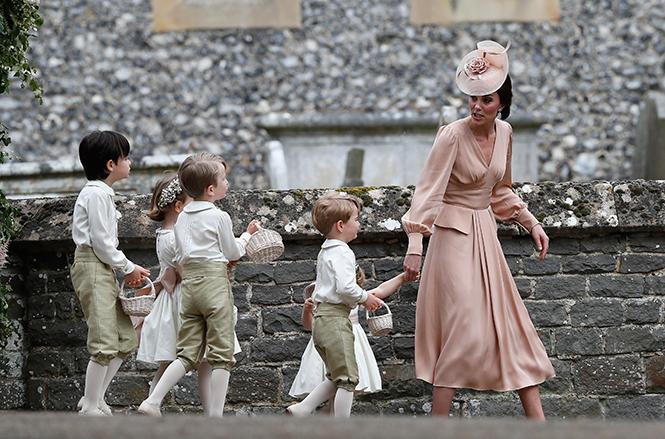 Фото №2 - Герцогиня Кембриджская в роли няни на свадьбе сестры (фото)