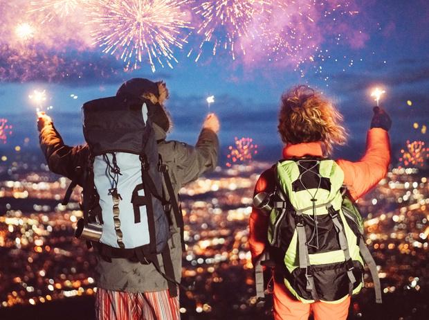 Фото №1 - Где встречать Новый год в России: 5 необычных мест (и сколько это стоит)