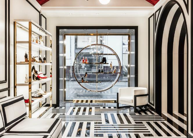 Фото №1 - Не простое украшение: новый бутик Aquazzura в Москве