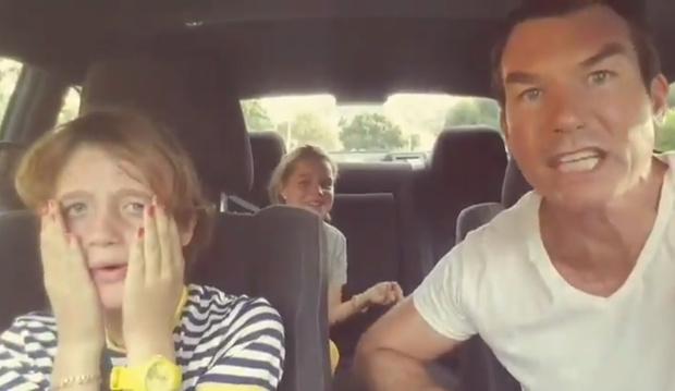 Фото №1 - Актер поделился типичным родительским видео о том, что бывает, когда ты пытаешься навязать свои музыкальные вкусы детям