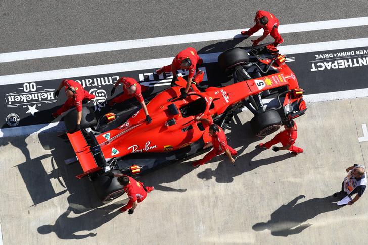 Фото №1 - Три самых быстрых пит-стопа Гран-при России «Формулы-1» в одном видео