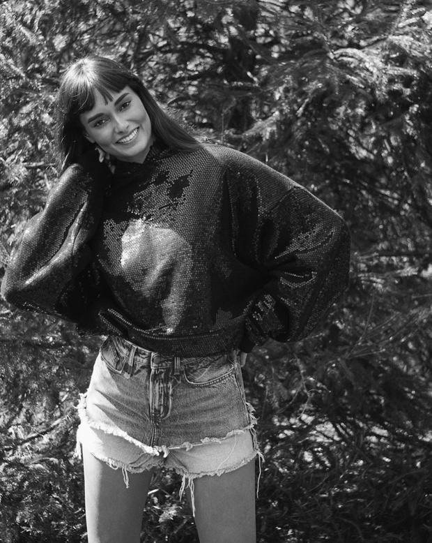 Фото №1 - Многослойные джинсовые шорты Жизель Оливейры— быстрая инвестиция на лето