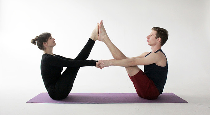 Йога с партнером: 10 асан, чтобы наладить отношения и пробудить чувства