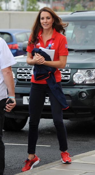 Фото №11 - Любимые кроссовки герцогини Кейт: от спортивных до повседневных