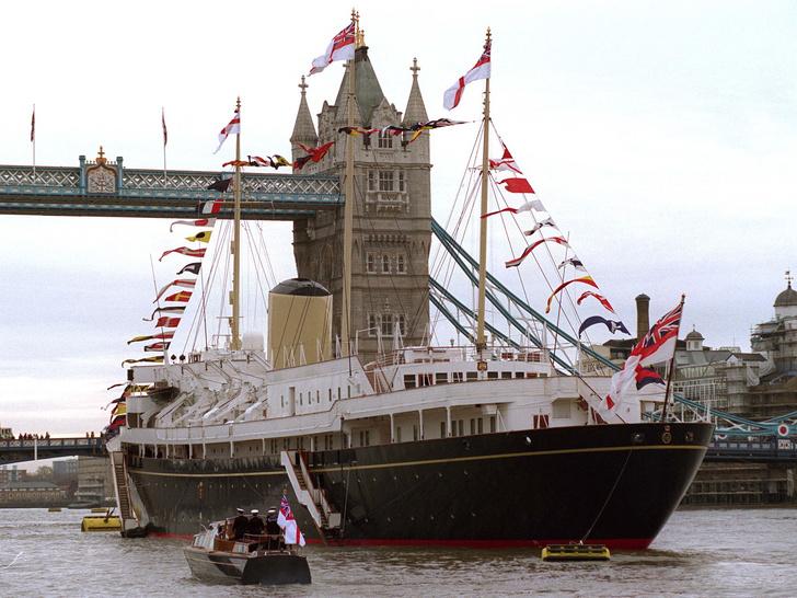 Фото №4 - Плавучий дворец Елизаветы: как выглядела любимая яхта Королевы (и как она проводила там время)