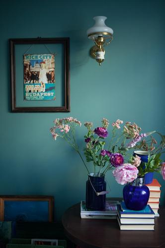Синяя ваза, Villeroy & Boch. Искусственные цветы, студия Strekoza.