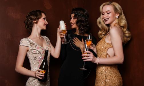 Фото №1 - Врачи рассказали, какие травмы получают россияне из-за неудачно открытого шампанского и фейерверка