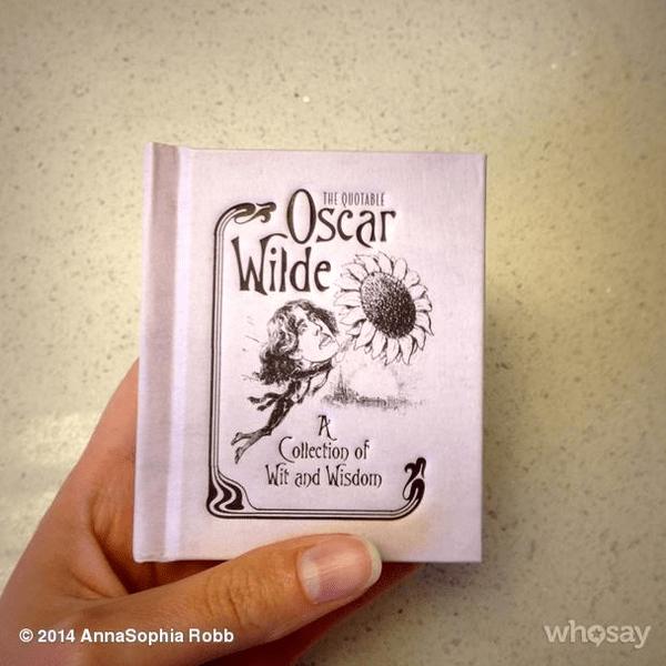 Фото №8 - Звездный Instagram: Знаменитости и книги