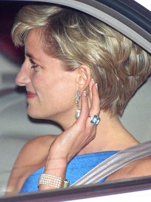 Фото №3 - Коллекция Дианы или «подделка»: почему все обсуждают новое украшение Меган