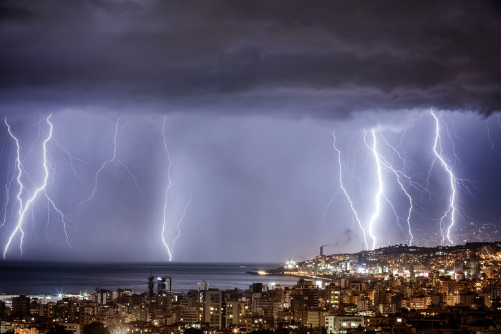 Фото №1 - Физики придумали новый способ управления молниями