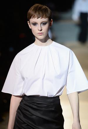 Фото №4 - Как носить блузку в холода: мастер-класс от Carolina Herrera