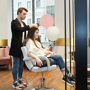 Фото №2 - Wday.ru провел девичник в салоне красоты