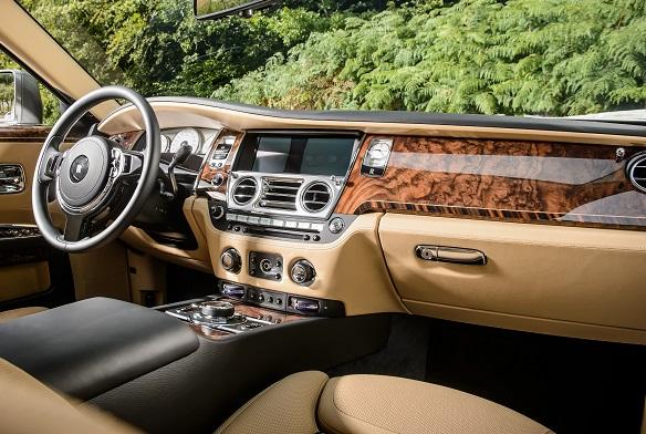 Фото №11 - Классовые различия: любительский тест-драйв Rolls-Royce Ghost