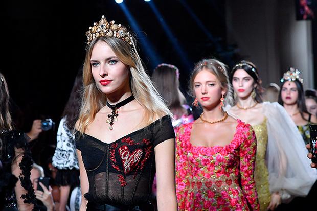 Фото №2 - Аристократки на секретном показе Dolce & Gabbana в Милане
