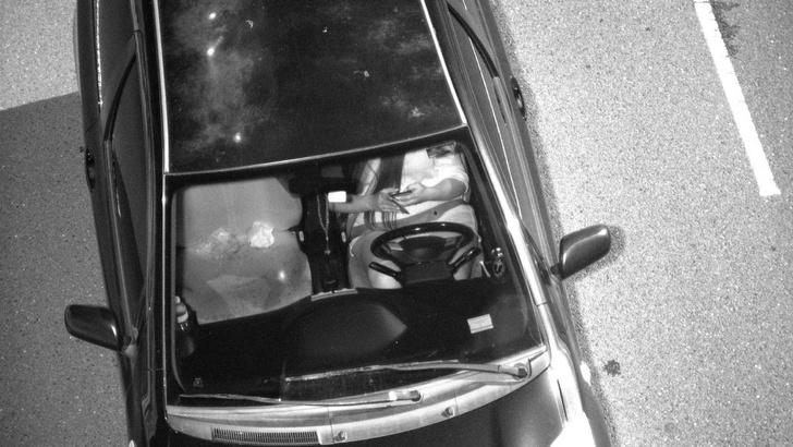 Фото №2 - Камеры будут штрафовать за разговоры по мобильнику