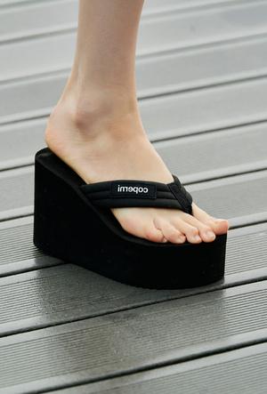 Фото №27 - Самая модная обувь весны и лета 2021: советы дизайнеров