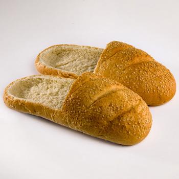 Фото №1 - Оригинальная обувь из хлеба