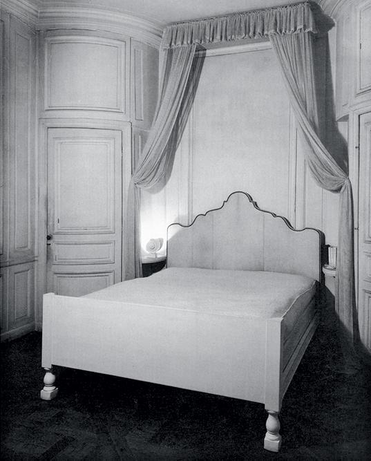 Спальня в парижской квартире Франка