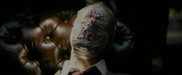 Фото №2 - Новый трейлер «Бэтмена» с Робертом Паттинсоном: 10 деталей, которые ты могла упустить