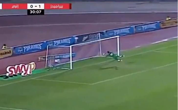 Фото №1 - Египетская сила: вратарь-скороход сотворил неимоверный сейв (видео)