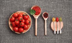 Как приготовить аджику из помидоров без варки и с варкой: 2 простых рецепта