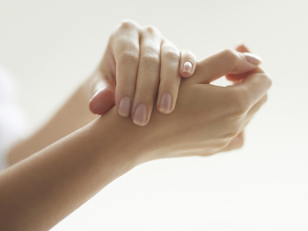 Фото №1 - 7 советов, как быстро восстановить ногти и кожу рук после зимы