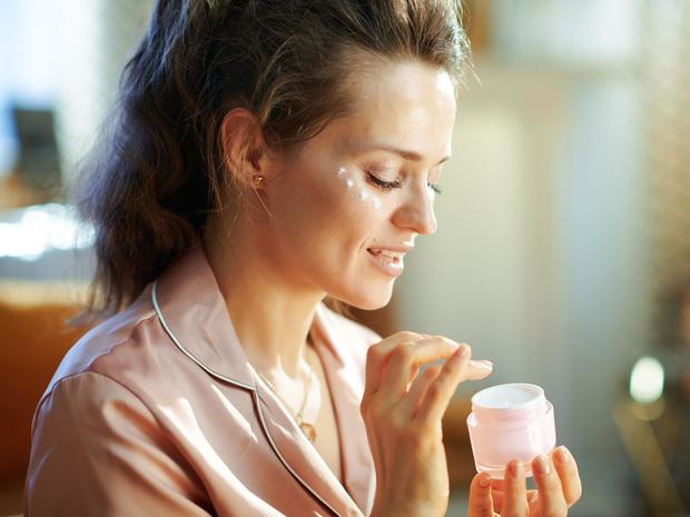 Фото №2 - Враг не спит: что вредит вашей коже во время сна (и как ее защитить)