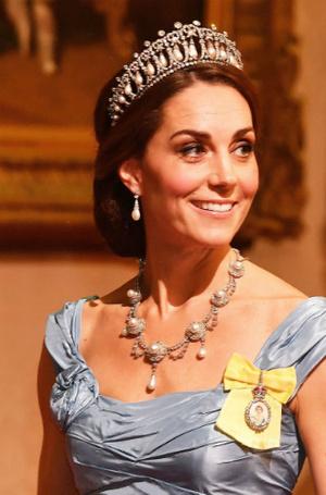 Фото №5 - Почему герцогиня Кейт носит королевские украшения чаще, чем Меган