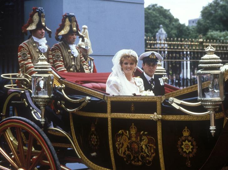 Фото №4 - Назад в прошлое: самый трогательный момент свадьбы Сары Фергюсон и принца Эндрю