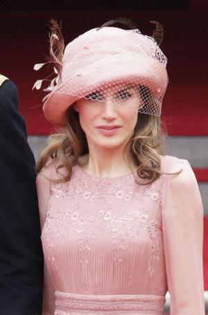 Фото №2 - Какие головные уборы носит королева Летиция