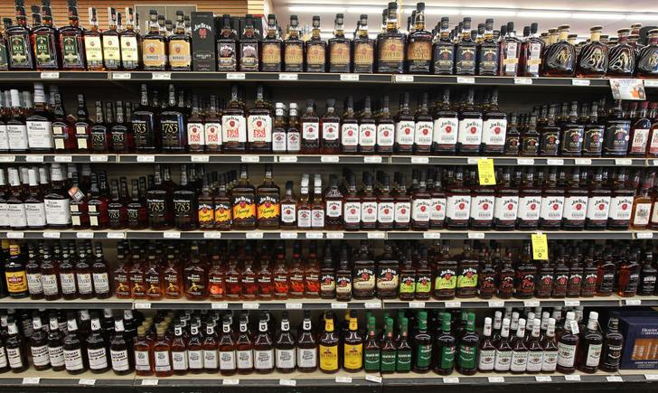 Фото №1 - Как влияет алкоголь на женщин и мужчин