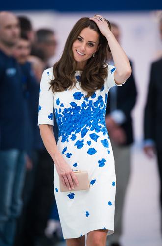 Фото №34 - Королевский дресс-код: любимые сумки герцогини Кембриджской