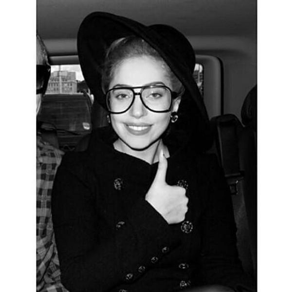 Фото №15 - Звездный Инстаграм: Знаменитости в очках