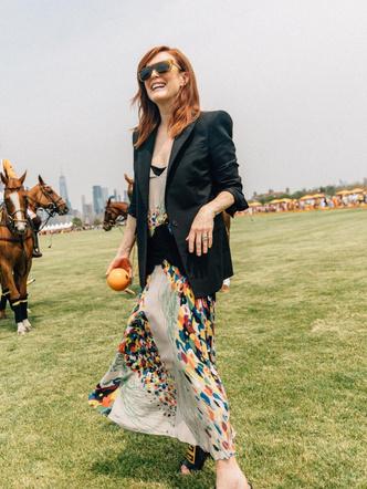 Джулианна Мур, звезды, стиль звезд, знаменитости, голливуд, стильные образы, женственность, тотал блэк, купить платье, принты, базовый жакет, купить пиджак 2021