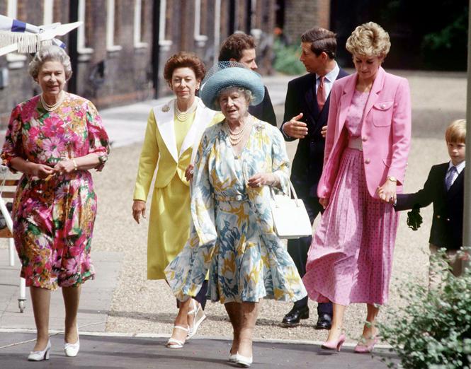 Фото №22 - Улыбчивая королева: 8 самых любопытных фактов о прабабушке принца Уильяма