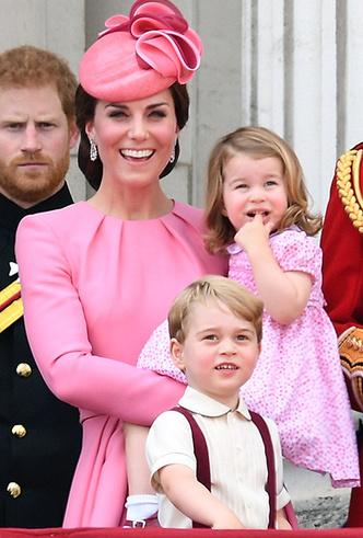 Фото №8 - Герцогиня Камилла выстраивает доверительные отношения с Меган Маркл. Зачем?