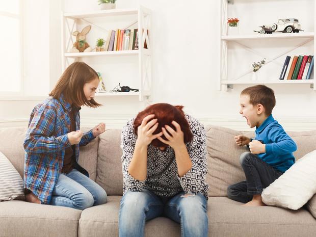Фото №3 - Игнорирование или уговоры: как правильно реагировать на детские истерики
